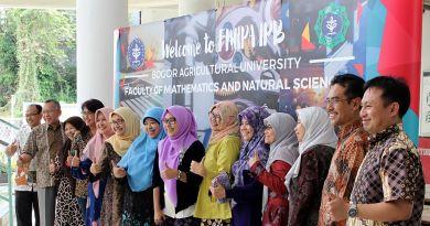 Photo session after the meeting with Agrianita IPB who plans on adopting Gerakan BERTEMAN FMIPA or FMIPA BERTEMAN