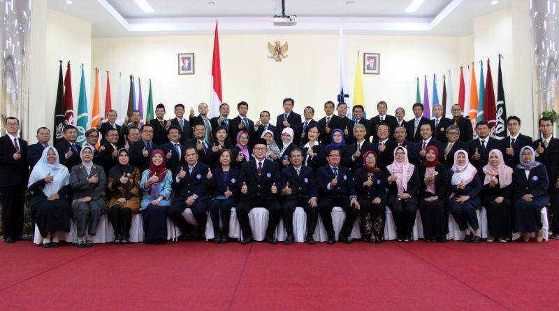 Foto bersama setelah Rektor IPB melantik pejabat di Auditorium FMIPA