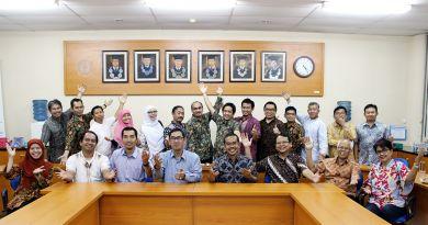 Foto bersama setelah FMIPA berhasil mempertahankan ISO 9001:2015