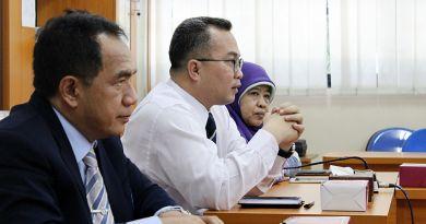 Dr. Arif Satria bicara di depan forum FMIPA IPB dalam roadshow rektor