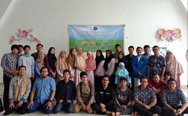 Dosen Mengabdi FMIPA IPB University Ajarkan Visualisasi Data kepada Mahasiswa Yatim di Bogor