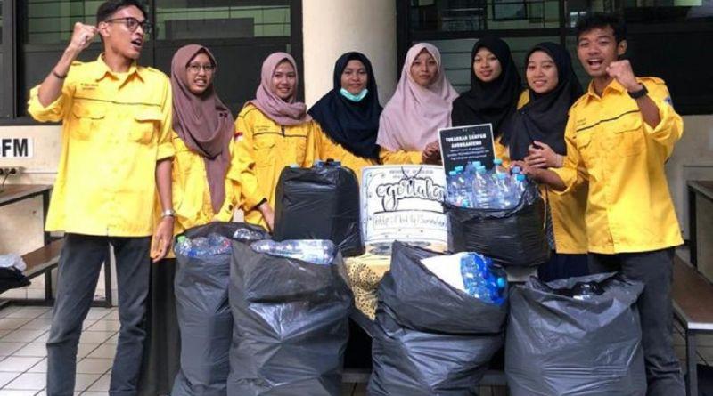 Dukung Green Campus, Himagreto FMIPA IPB University Gelar Gerakan Cinta Lingkungan